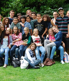 YL groupphotoingardenLondon